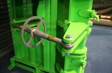 V65 baler heavy duty door and clamp hinges